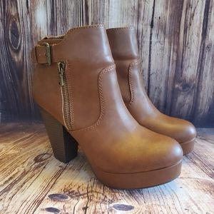 Women's size 7.5 Material Girl boots
